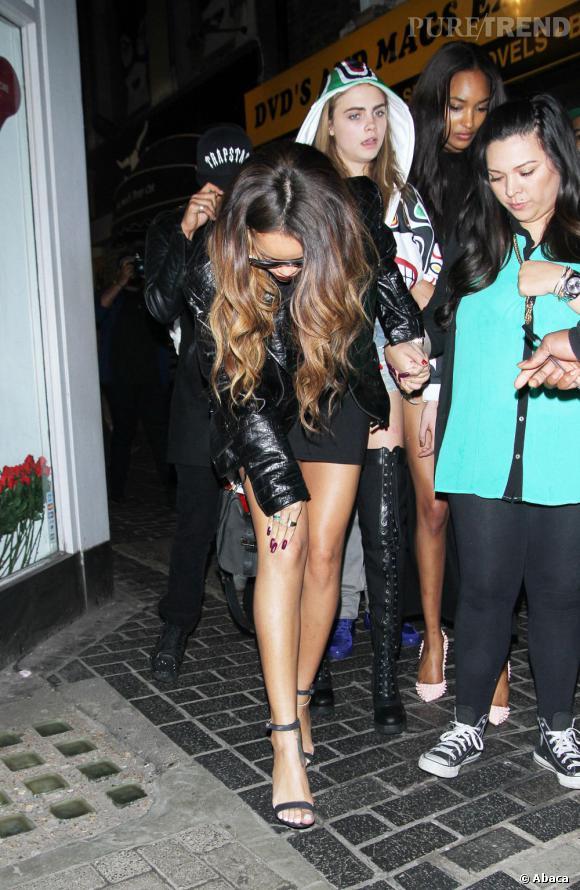 Rihanna, agressée à la sortie de la boite de nuit The Box par un fan voyant d'un très mauvais oeil sa réconciliation avec Chris Brown.