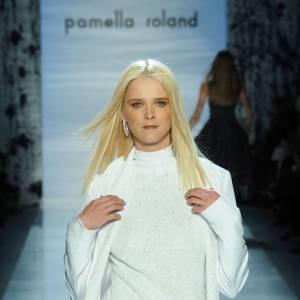 Carmen Kass a été la première blonde de J'Adore de 1999 à 2003.