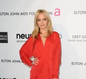 Mena Suvari ose le flashy lors de la 21ème soirée Oscars Elton John et la fondation AIDS.