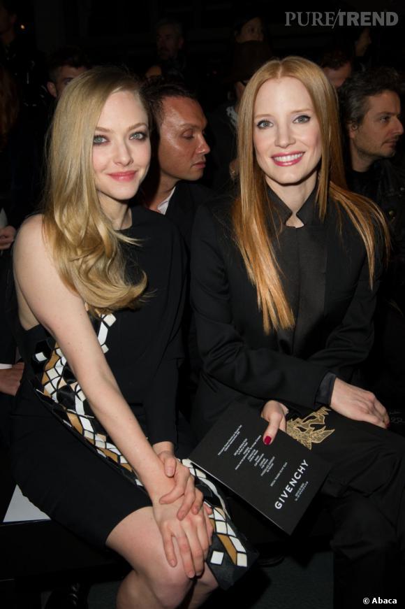 Amanda Seyfried et Jessica Chastain front row au défilé Givenchy à Paris.