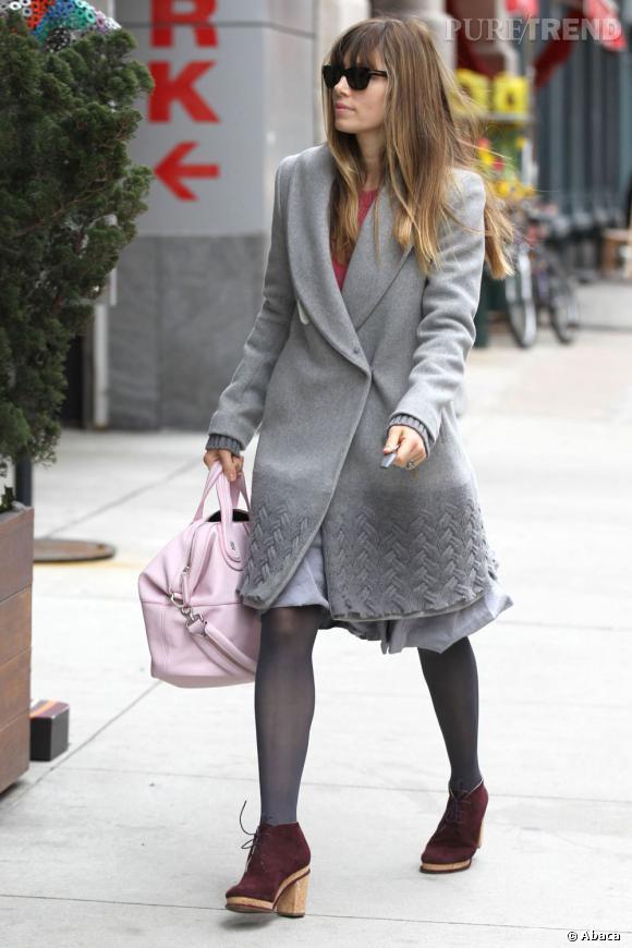 Jessica Biel, le style gris souris dans les rues de New York.