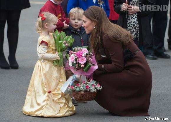 Kate Middleton pourrait bien avoir accidentellement révélé le sexe de son bébé ! La Duchesse de Cambridge aurait une petite fille...