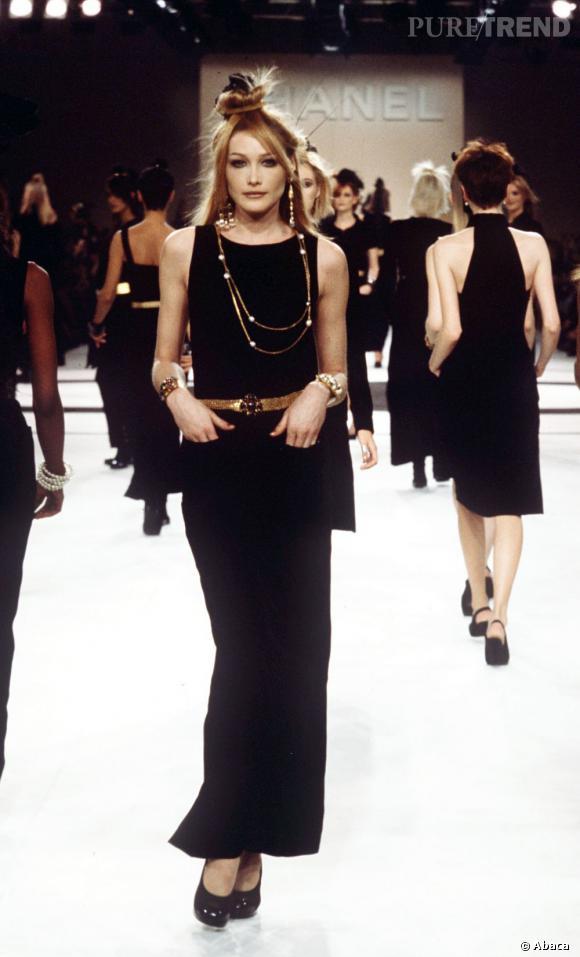 Carla Bruni Defile Pour Chanel En 1995 Puretrend