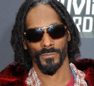 Snoop porte des dreadlocks depuis sa réincarnation en Snoop Lion. Il en profite pour assumer ses cheveux blancs.