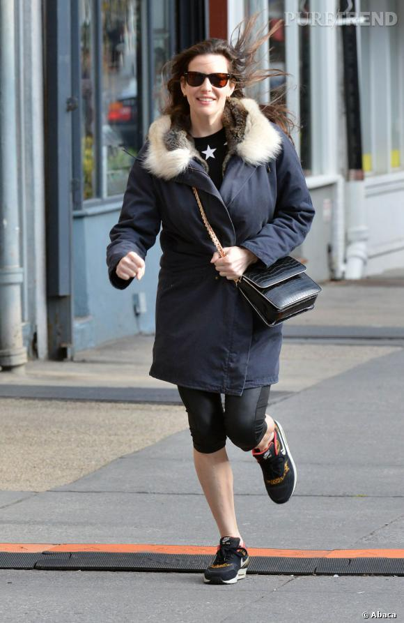 Liv Tyler accompagne son fils Milo à l'école à New York le 16 avril 2013.
