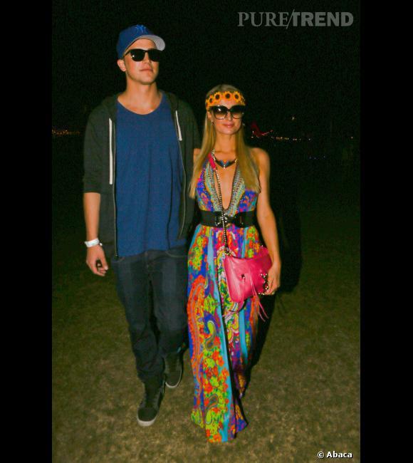 Paris Hilton se la joue Woodstock.