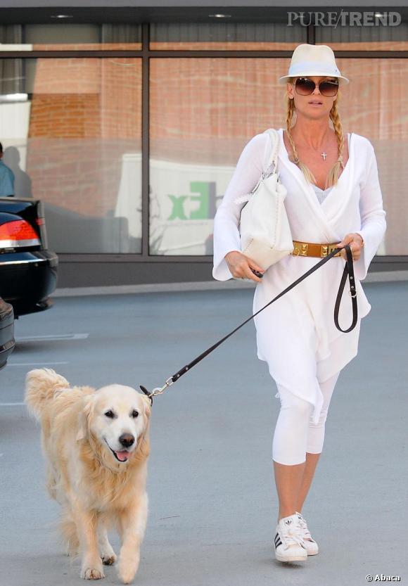 Nicollette Sheridan, en total look blanc, mais raté...