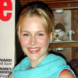 Julie Benz et un style douteux en 1999.