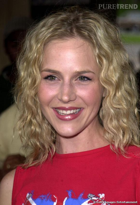 Julie Benz et une coupe de cheveux hasardeuse en 2000.