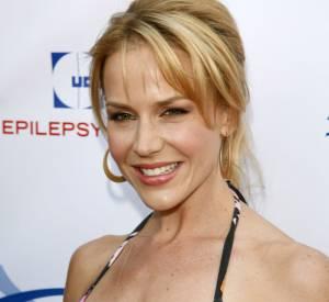 Julie Benz en 2008 : augmentation mammaire ou illusion d'optique ?