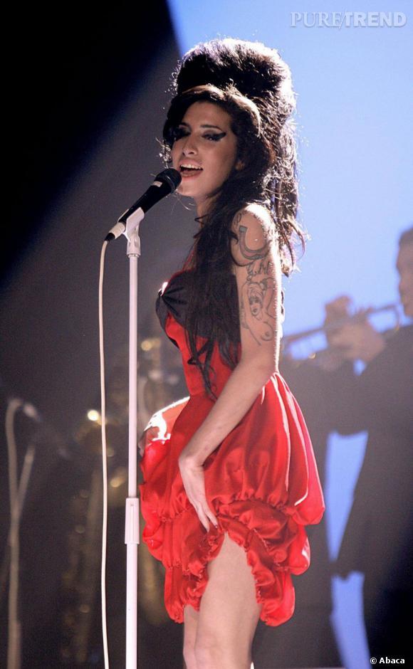 Amy Winehouse, une pin-up des temps modernes avec ses tatouages et une voix d'or.