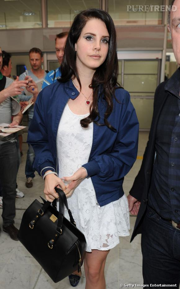 Lana Del Rey un peu mieux lookée que lors de sa dernière apparition.
