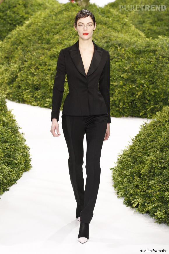 Vu sur les podiums : la tendance smoking au féminin    Christian Dior, défilé Haute Couture Printemps-Eté 2013