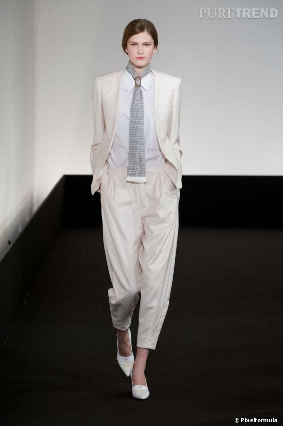 Vu sur les podiums : la tendance smoking au féminin    Hermès, défilé Printemps-Eté 2013