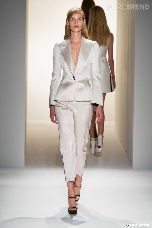 Vu sur les podiums : la tendance smoking au féminin    Calvin Klein, défilé Printemps-Eté 2013