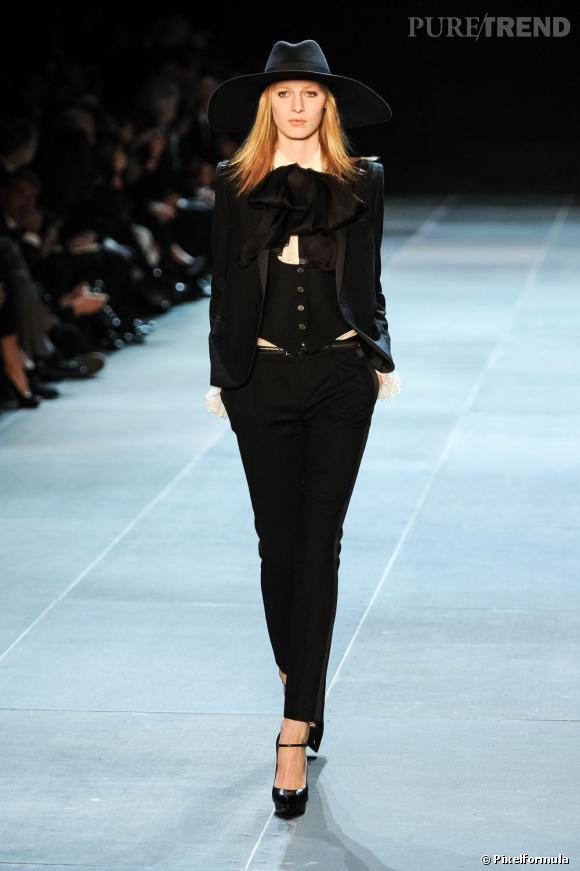 Vu sur les podiums : la tendance smoking au féminin    Saint Laurent, défilé Printemps-Eté 2013