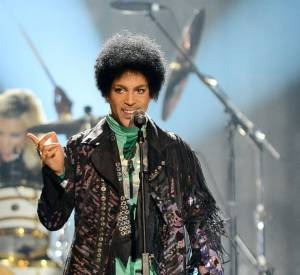 Prince sur scène, honnoré ce soir-là de l'Icon Award 2013.