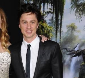 """Zach Braff et sa petite-amie Taylor Bagley à l'avant-première du """"Monde Fantastique d'Oz"""" à Los Angeles. L'acteur prépare désormais son film """"Wish I Was Here""""."""