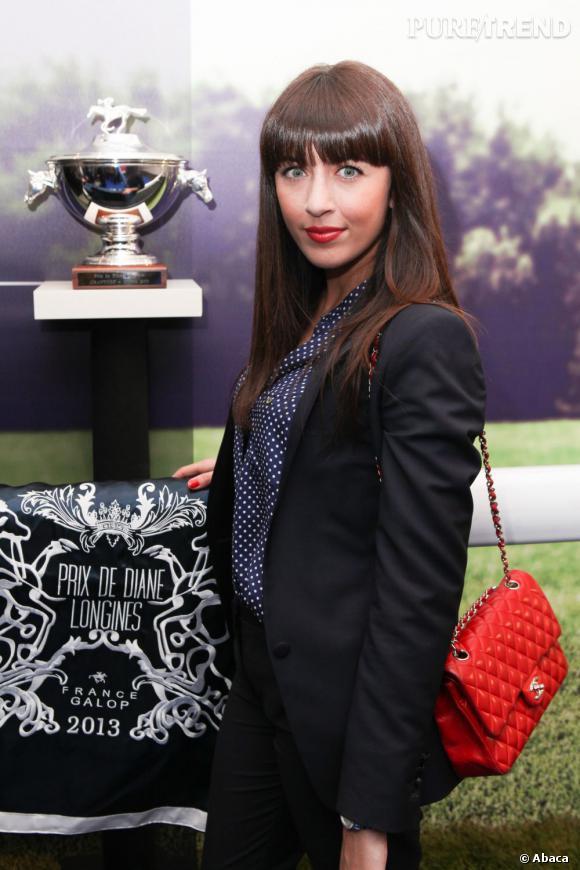 Nolwenn Leroy mise sur un sac Chanel rouge... glamour !