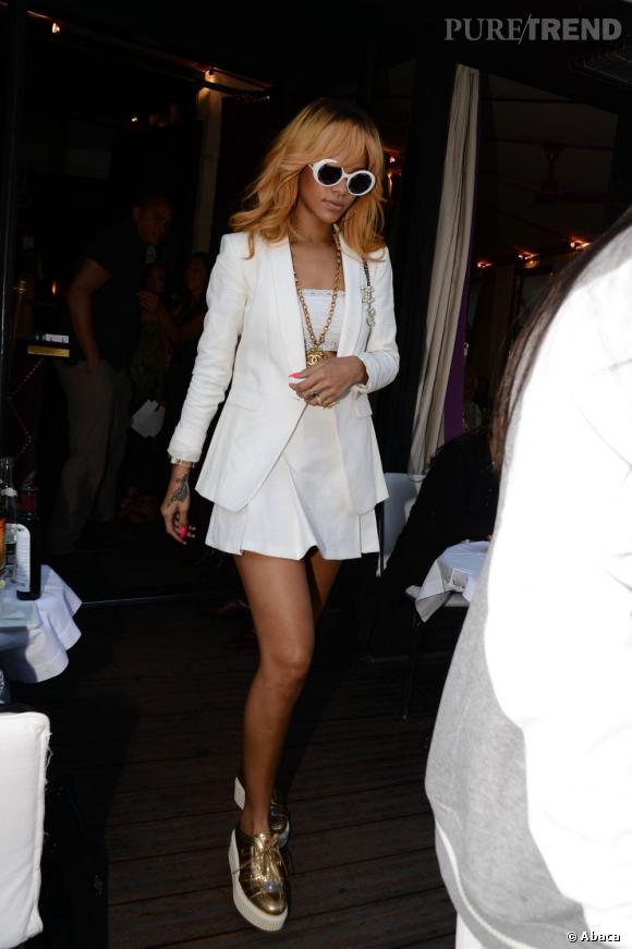 Rihanna, un défilé de mode sexy à Paris.