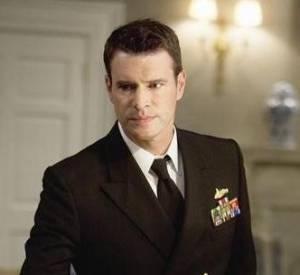 """Scott Foley a captivé les fans de la série """"Scandal"""" et devient enfin un personnage régulier dans la saison 2 !"""