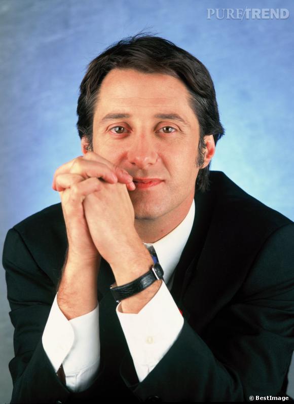 Antoine de Caunes coupe rétro et rouflaquettes dans les années 90.