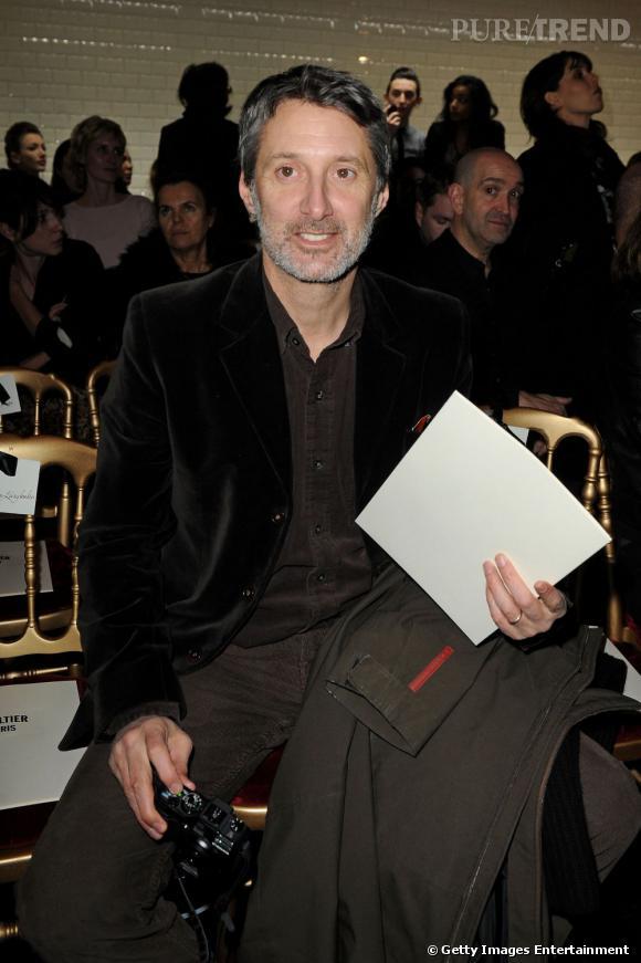 Antoine de Caunes sort le velours pour la Fashion Week en 2010, bien vu !