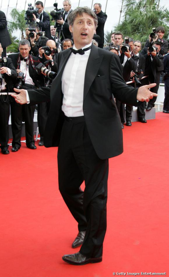 Antoine de Caunes joue les artistes sur le red carpet en 2006.