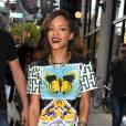 Rihanna en Mary Katrantzou ose les bottes Tom Ford.
