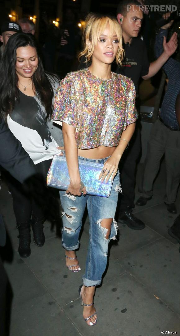 Rihanna, tendance glitter à Londres, on fond complètement.