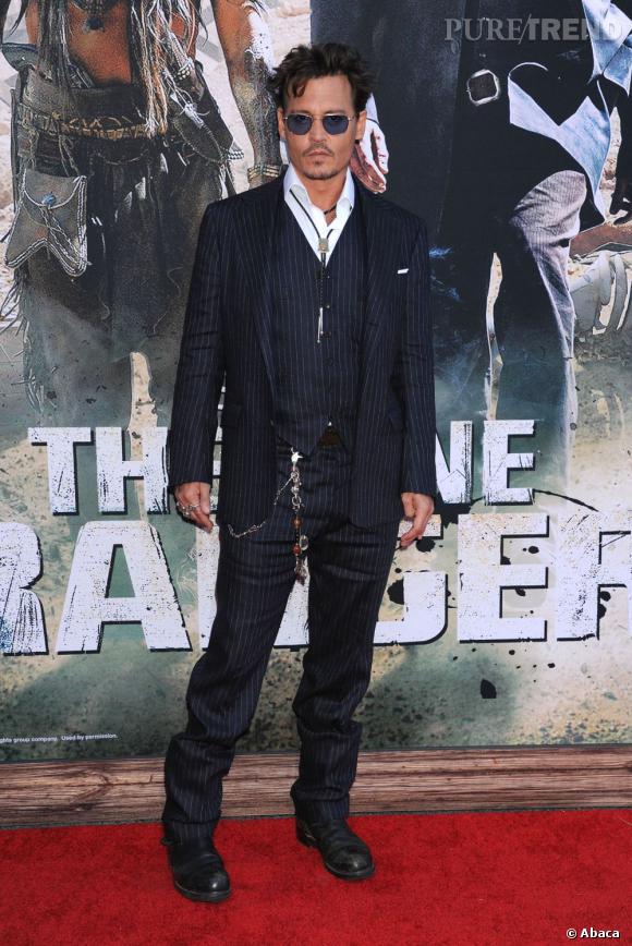 """Johnny Depp en Ralph Lauren à l'avant-première de """"Lone Rangers"""" à Los Angeles."""