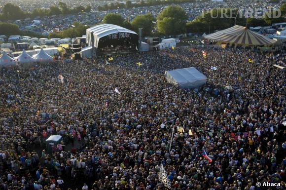 Le festival de Glastonbury accueille les festivaliers depuis 1970. De 1500 à 100 000 de nos jours, les mélomanes et les fashinionistas profitent des concerts des têtes d'affiche, de The Who à Beyoncé.