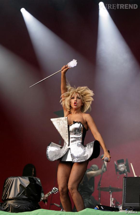 """Si pendant longtemps le festival de Glastonbury a fait la part belle aux groupes de rock en """"The"""", désormais les têtes d'affiche sont hétéroclites. En 2009, c'était au tour de Lady Gaga."""