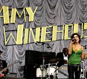 Amy Winehouse met le feu en 2007.