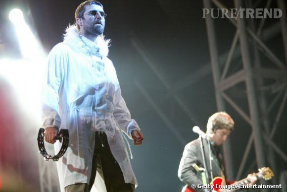 Noel et Liam Gallagher, feu OASIS, sont des habitués du festival ici photographiés en 2004.