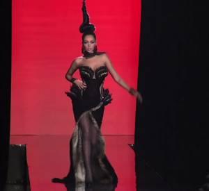 Nabilla défile pour Jean Paul Gaultier Haute Couture Automne-Hiver 2013/2014.