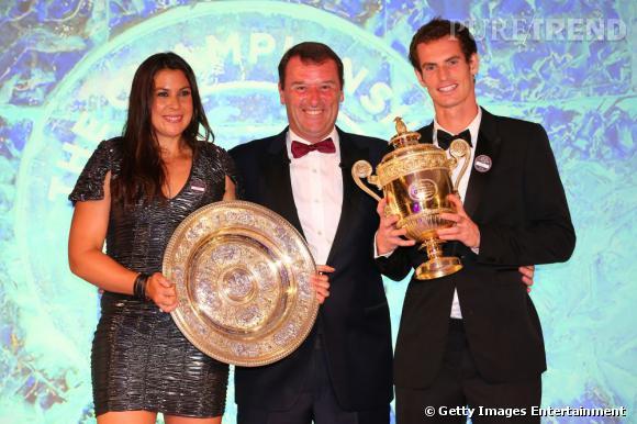 Marion Bartoli aux côtés de Philip Brook, le Président de Wimbledon et d'Andy Murray.