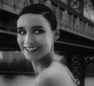 Rooney Mara dans le spot réalisé par David Fincher pour le parfum Donwtown de Calvin Klein.