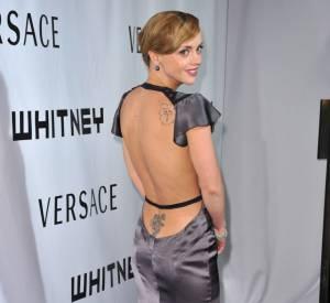 Christina Ricci dévoile un dos tatoué de haut en bas.