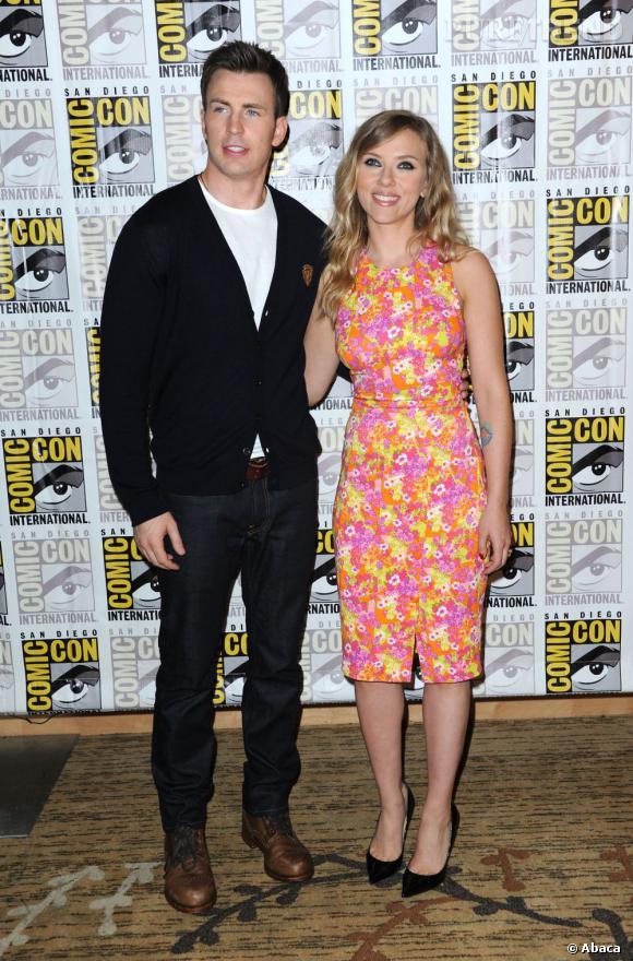 """Chris Evans et Scarlett Johansson lors de la conférence de presse pour """"Captain America : The Winter Soldier"""" au Comic-Con 2013."""