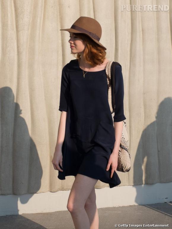 C'est dans un look casual et avec une toute nouvelle couleur de cheveux qu'Emma Stone affronte les températures caniculaires du sud de la France.