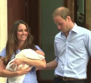Kate Middleton et Prince William présentent leur bébé.