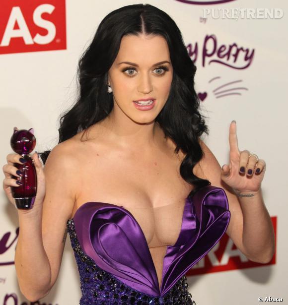 """Katy Perry présentant son parfum """"Purr"""""""