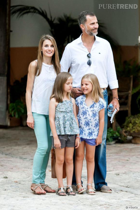 Letizia Ortiz en compagnie de son mari Prince Felipe et de leurs deux filles à La Granja de Esporles à côté de Palma de Majorque.