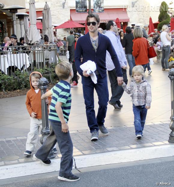 Matt Bomer et ses trois fils, dont des jumeaux.