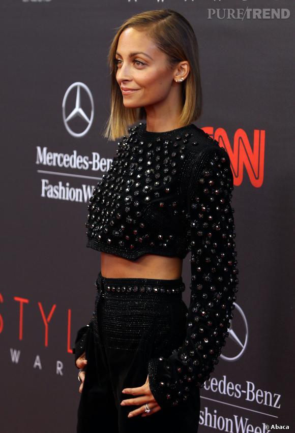 Nicole Richie aux Annual Style Awards monte son ventre.