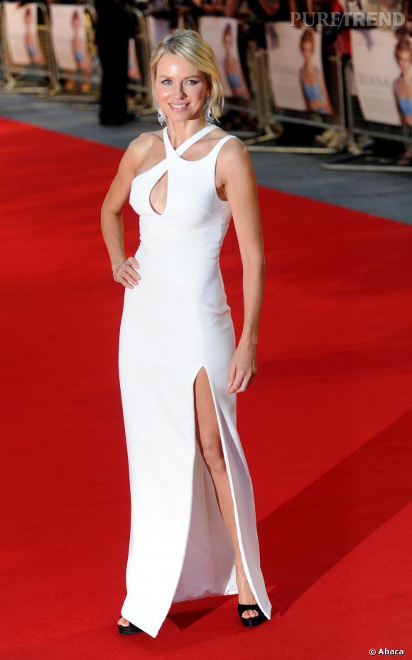 """Naomi Watts à la première de """"Diana"""" à Londres, renversante."""