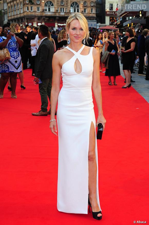 """Naomi Watts à la première de """"Diana"""" à Londres, beauté immaculée."""
