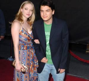 """2005 : Amanda Seyfried est ensuite sorti avec Emile Hirsch qu'elle a rencontré sur le tournage de """"Alpha Dog"""". Une histoire qui n'aura duré que quelques mois mais qui n'a pas manqué de faire des envieuses."""