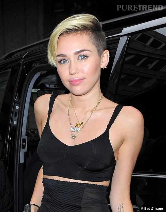 Miley Cyrus est passée au brun l'espace de quelques heures.
